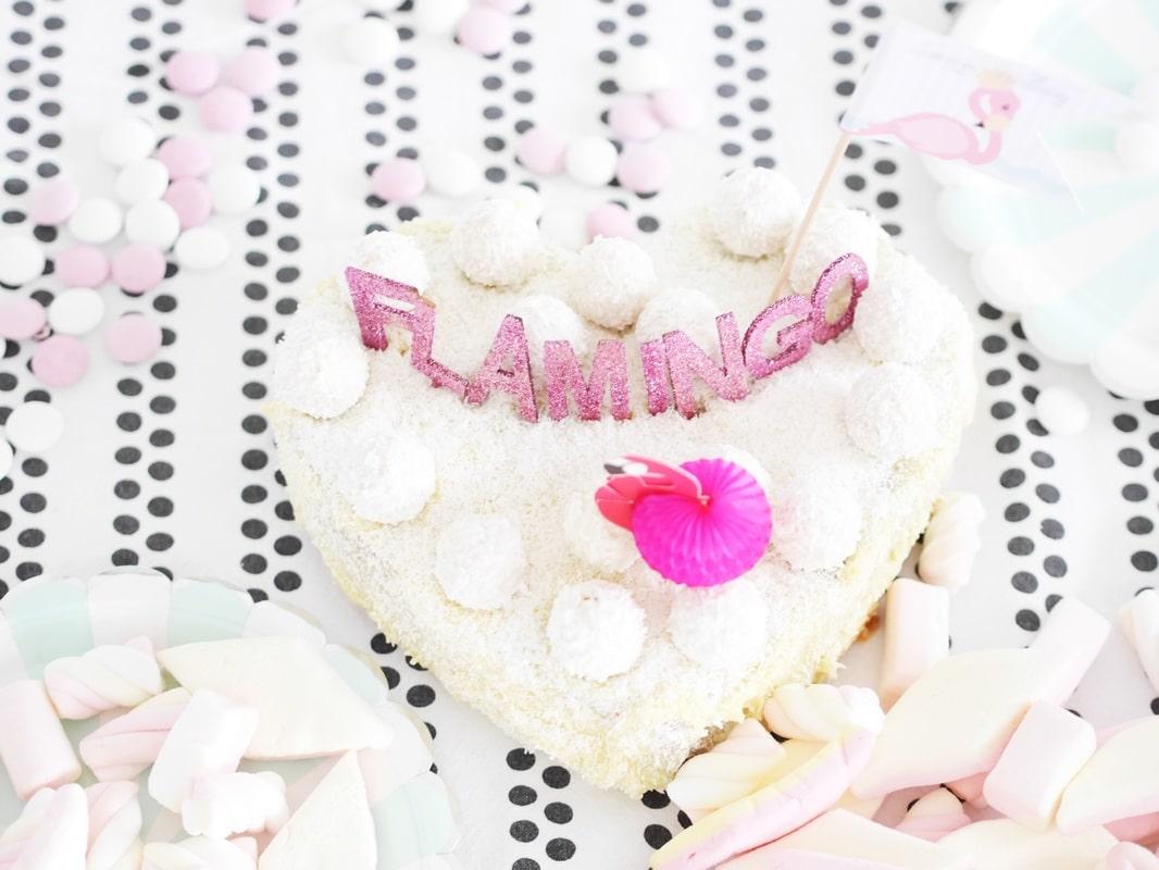 die-besten-kuchen-kindergeburstag-pinata-regenbogenkuchen-flamingokuchen-kinderparty-einfache-kuchen-lecker-rezepte-flamingotorte