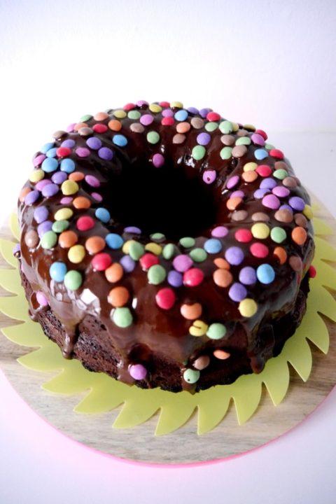 der-leckerste-schokoladenkuchen-allerzeiten-mit-smarties-saftig-kindergeburstag