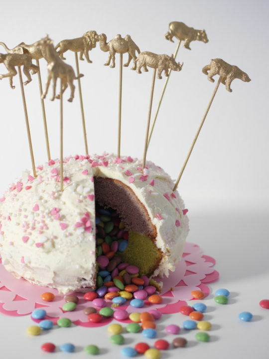 bester pinata kuchen mit smarties f llung mit anleitung. Black Bedroom Furniture Sets. Home Design Ideas
