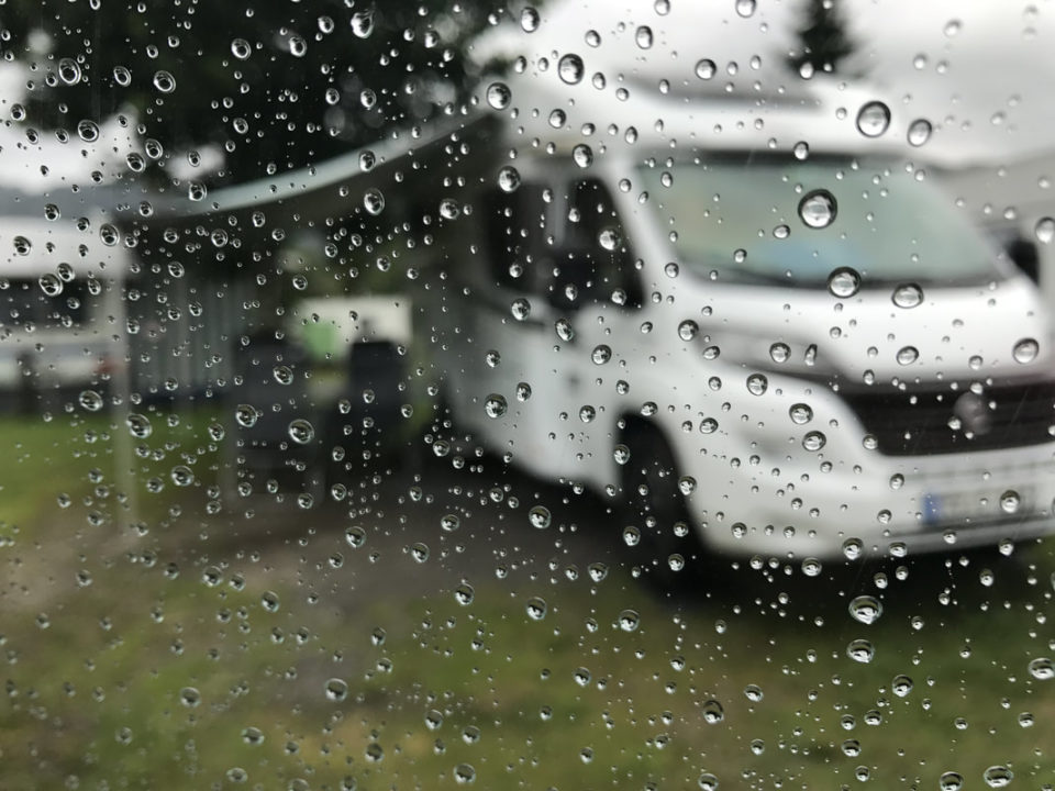 tipps-fuer-camping-im-regen