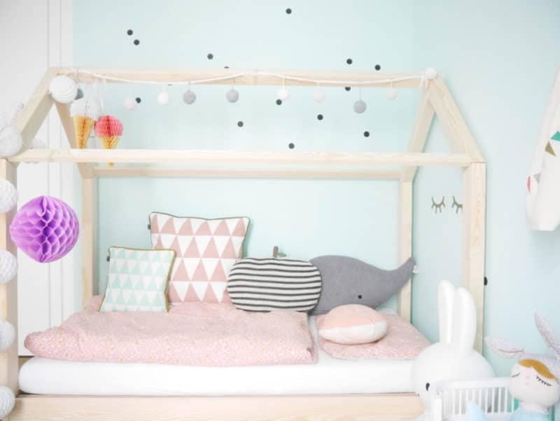 kinderzimmer ideen das neue kinderzimmer mit hausbett. Black Bedroom Furniture Sets. Home Design Ideas