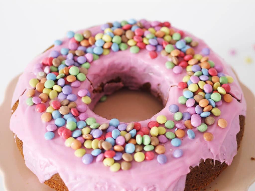 Donut Kuchen: Rezept für einen einfachen Party-Donut