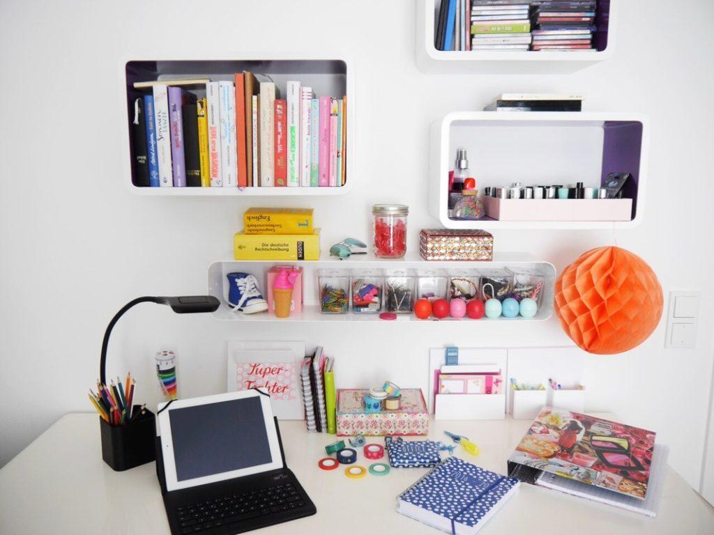Bald ist wieder schulstart back to school mit tchibo Schreibtisch teenager